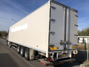 witte trailer voor verhuur