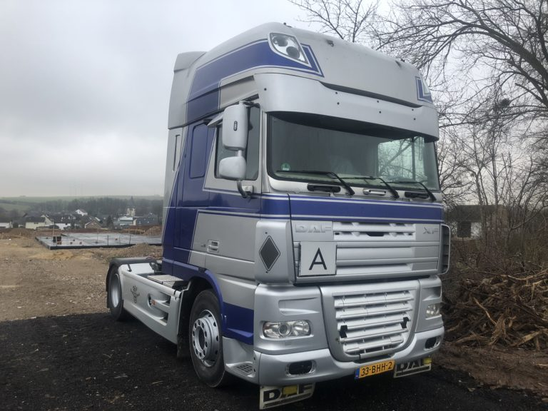 zilveren DAF XF Truck verhuur