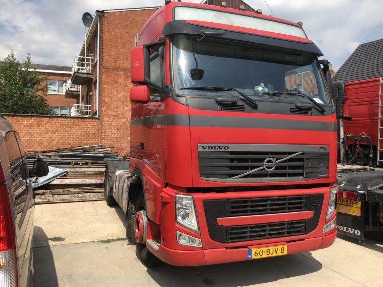 huur vrachtwagen rode Volvo FH trekker