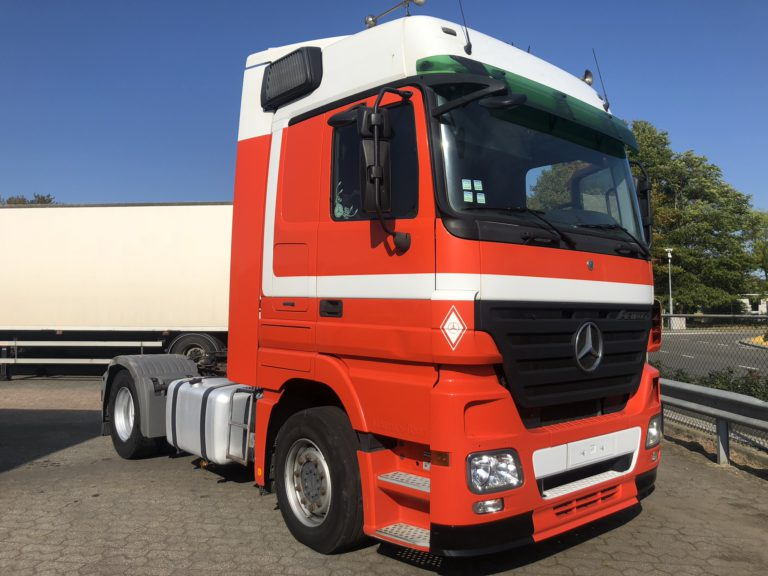 Mercedes orange truck huur