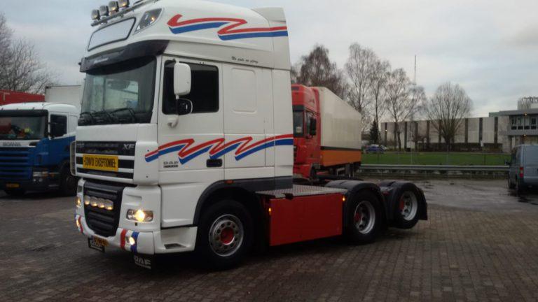 verhuur vrachtwagen witte DAF XF