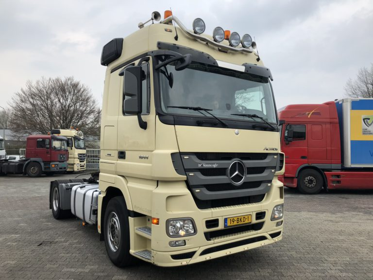 white Mercedes Actros tractor head for rent